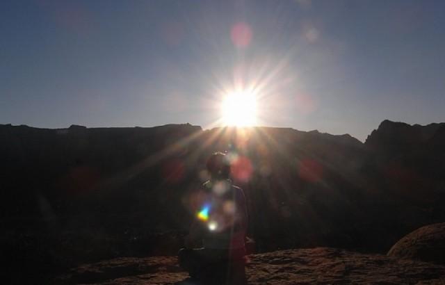 セドナ エアポートメサで朝日を浴びる